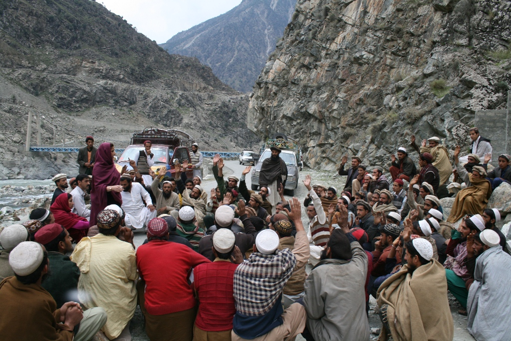 12-A-organizing-system-for-relief-distribution-Kandian-Valley-District-Kohistan1